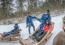 Mike Plonsky & Andy Molloy grabando en Laponia una actividad con trineos durante un viaje de incentivo.