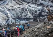 Mike, bajando la montaña en Islandia después de haber tomado una panorámica.